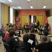 Partij repetitie met de sopranen onder leiding van Oksana Baljva.